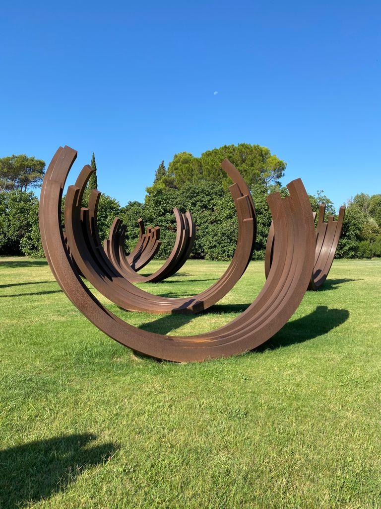 hatchikian-gallery-Bernar-Venet-un-geste-minimal-et-pourtant-monumental-art-paper