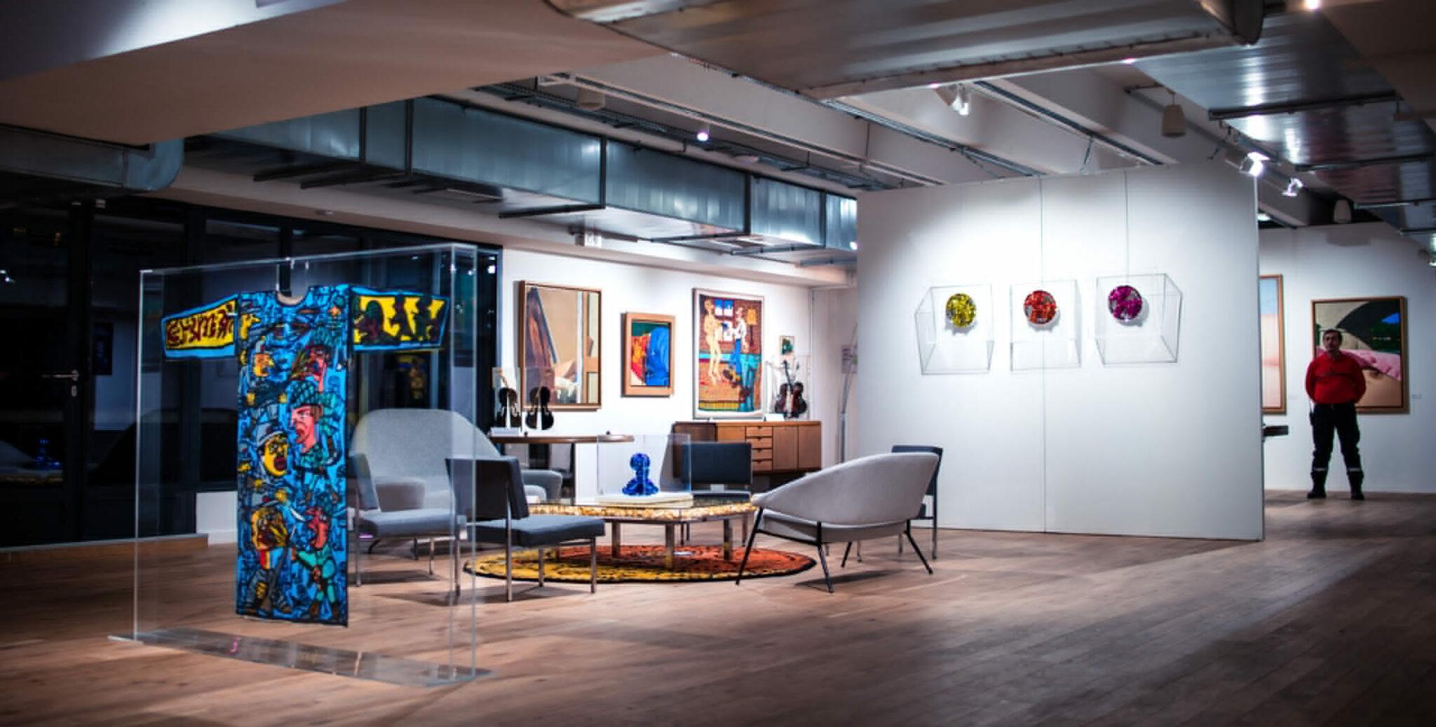 audrey-hatchikian-gallery-l-appartement-d-un-collectionneur-expo-art-contemporain-scaled