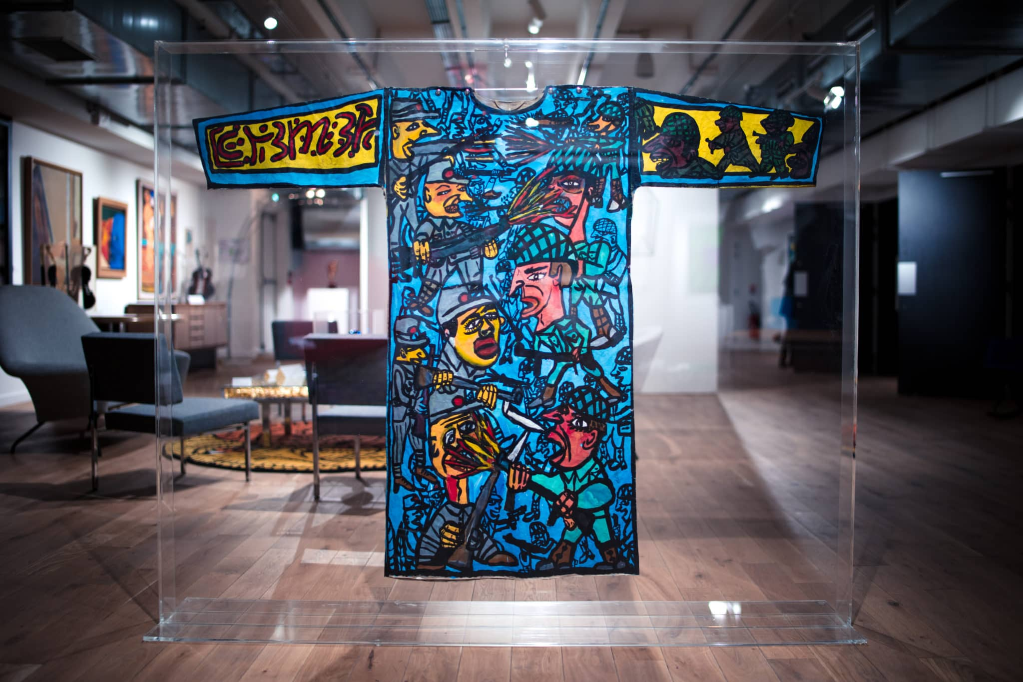 hatchikian-gallery_Lalternnatif_Exposition_appartement_dun_collectionneur_Tunique_combas