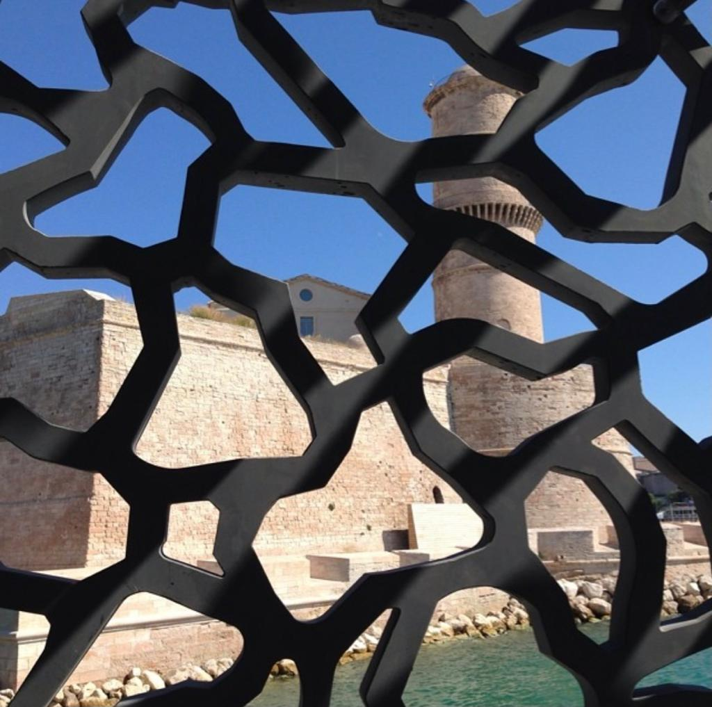 hatchikian-gallery-jeff-koons-invests-the-mucem-in-marseille