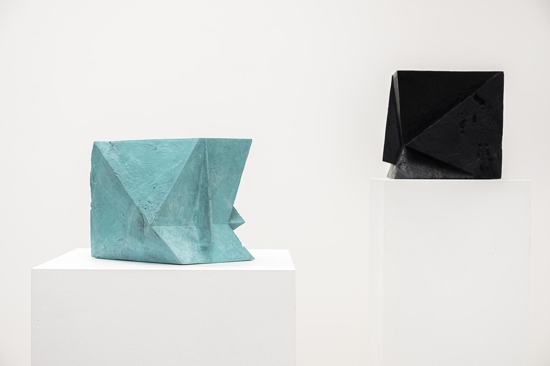 hatchikian-gallery-steph-cop-fragments-antico-verde-noir-les-fragments-une-polysemie-du-cube-essence-du-mouvement-ix-dans-loeuvre-de-steph-cop