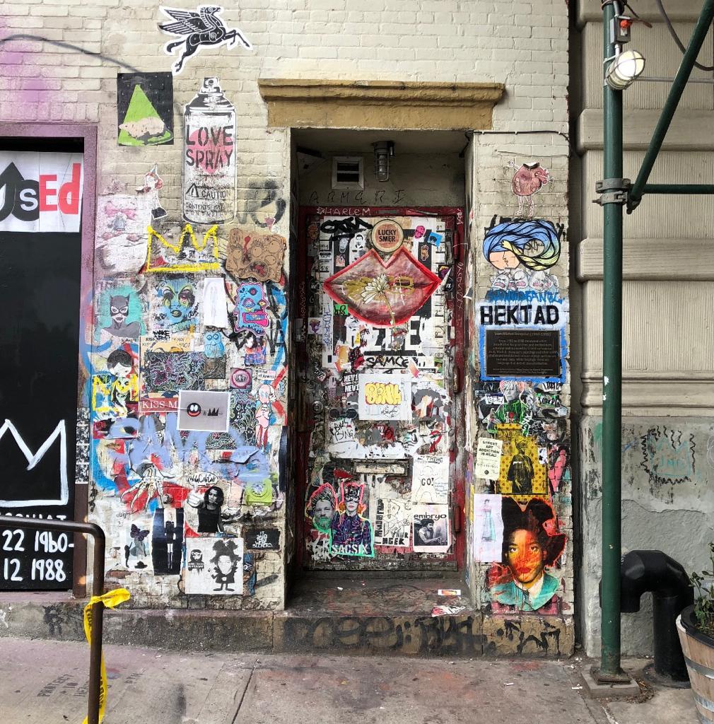 hatchikian-gallery-basquiat-de-licone-de-la-culture-hip-hop-et-du-post-graffiti-a-la-figure-majeure-du-marche-de-lart